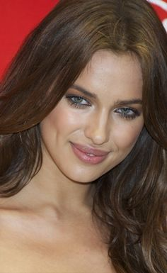 You may or may not be aware of Russian supermodel Irina Shayk (she's on the cover of the 2011 Sports Illustrated Swimsuit Issue). But you definitely need to be aware of her sexy silver eye makeup. Irina Shayk, Top Models, Sexy Eye Makeup, Celebrity Faces, Celebrity Style, 2015 Hairstyles, Short Hairstyles, Wedding Hairstyles, Makeup Makeover