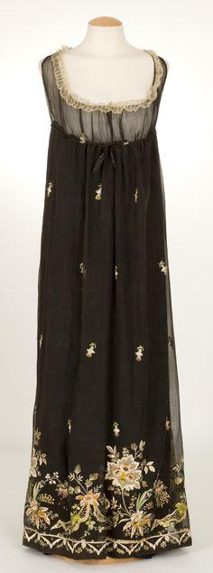 Black organdy dress, 1800-1810, Centre de Documentació i Museu Tèxtil.