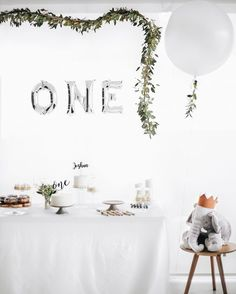 DIY first birthday party decor and theme. A great and simple way to decorate for your boy or girl #diypartyhacks