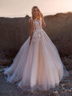56e076c28b37d40 Лучших изображений доски «Цветные свадебные платья»: 36 в 2019 г.