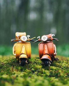 Travelling Tiny Cars: Photographer Explore The World With Her Tiny Cars Miniature Photography, Cute Photography, Creative Photography, Micro Photography, Figure Photography, Cool Pictures For Wallpaper, Love Wallpaper, Cute Pictures, Combi Wv