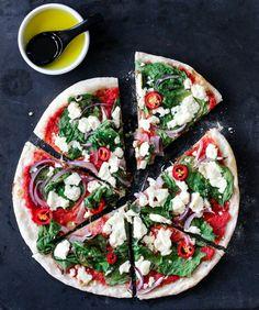 PIZZA MED SPINAT, CHILI OG FETA
