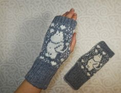 Hand-made adult fingerless mittens with moomin pattern by LanaNere