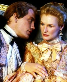 John Malkovich and Glenn Close in Dangerous Liaisons, Based on Christopher Hampton's play, Les liaisons dangereuses, which in turn was a theatrical adaptation of the French novel Les Liaisons dangereuses by Pierre Choderlos de Laclos. Glenn Close, John Malkovich, Dangerous Liaisons, Chef D Oeuvre, Movie Costumes, Period Costumes, Period Dramas, Period Movies, Historical Costume