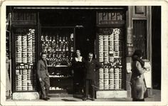 A 1940 image of Savinelli's shop, Milan, existing since 1876