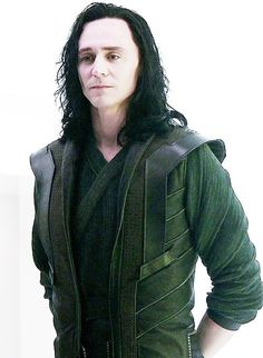 Can loki look at me like this please!! I LOVE YOU LOKI <3