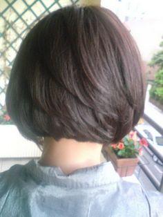 Coupe de cheveux carré court plongeant