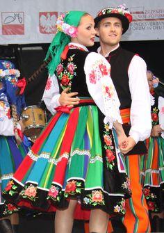 My place, my roots - Łowicz! Polish Clothing, Folk Clothing, Historical Clothing, Poland Costume, Poland People, Polish Folk Art, European Dress, Costumes Around The World, Shall We Dance