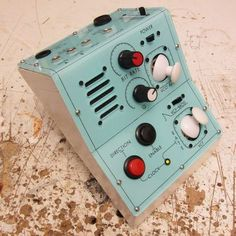 Synthesizer website dedicated to everything synth, eurorack, modular, electronic music, and more. Diy Guitar Pedal, Analog Circuits, Electronic Workbench, Music Machine, Recording Equipment, Dieter Rams, Old Computers, Guitar Effects Pedals, Hifi Audio