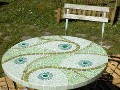 Table de jardin en mosaïque