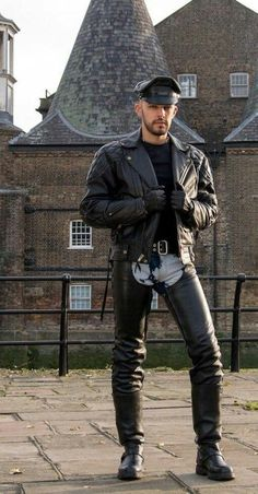 Men's Leather Clothes have always been popular and have always raised eyebrows Men in leather, whether that be in jackets, gloves, pants, chaps, shirts or boots - leather is always fashionable! Leather Fashion, Leather Men, Leather Boots, Leather Jackets, Men's Fashion, Biker Leather, Great Mens Fashion, Stylish Men, Look