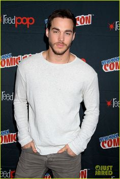 Chris Wood Brings 'Containment' to New York Comic Con 2015 | containment cast 2015 ny comic con 15 - Photo
