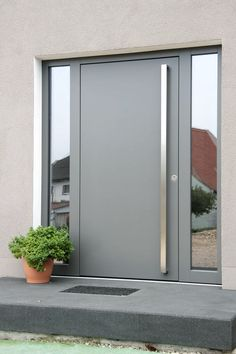 modern front door with side glass windows House Designs Ex .- moderne Haustür mit seitlichen Glasfenstern House Designs Exterior Glasfenstern… modern front door with side glass windows House Designs Exterior glass windows front door with modern side - Modern Entrance Door, Modern Front Door, Front Door Entrance, Glass Front Door, House Entrance, Front Door Side Windows, Main Entrance, Main Door Design, Front Door Design