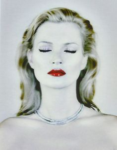 Kate Moss photographed by Chris Levine using a Lenticular photography process.