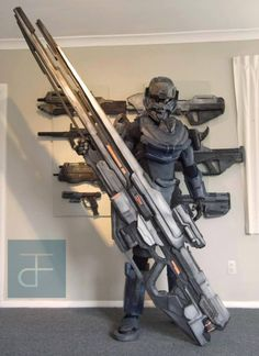 Halo cosplay? I know thats a forerunner binary rifle, it also looks like the assault rifle in the background, but I can't clearly see the rest