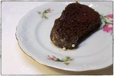 Red wine bundt cake ginger in the basement.: Rotweingugelhupf mit Goldstaub.