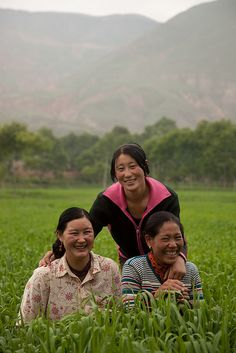 farm workers in the fields outside of the Wutun monastery in Tongren. Beautiful Children, Beautiful People, People Around The World, Around The Worlds, Shiny Happy People, China People, We Are All Connected, Kid Poses, Beijing China