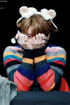 Jungkook ❤ BTS at the Mokdong Fansign #BTS #방탄소년단