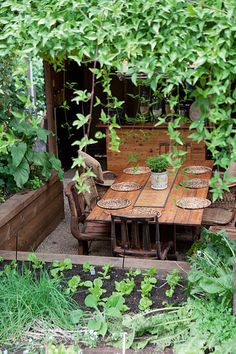 10 INVITING AL FRESCO DINING AREAS by the style files, via Flickr