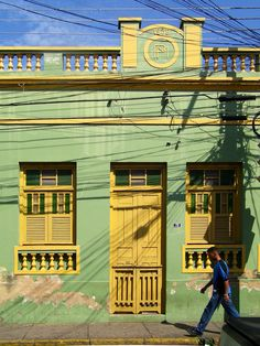 Casarão na rua General Vale. Por Mateus Hidalgo. Brazil, Street, Houses