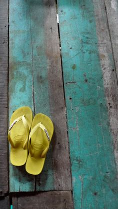 unexotic:    sunny yellow havaianas and a touch of turquoise painted wood. <3 love the serendipity of this photo :)  XLHX