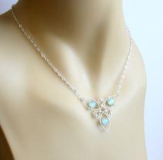 Keltische Knoten Triquetra Halskette von FantasiaElegance auf Etsy