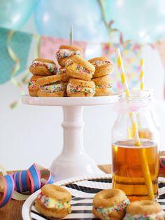 Puffet Donitsit - Donut Ice Cream Sandwich