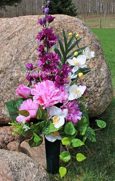 how to make headstone flower arrangements Grave Flowers, Cemetery Flowers, Funeral Flowers, Silk Flowers, Artificial Floral Arrangements, Flower Arrangements Simple, Flower Vases, Artificial Flowers, Cemetary Decorations
