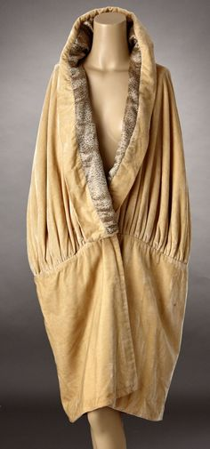 1920s Pale Gold Silk Velvet Cocoon Cape Lined in Gold Lame. Front
