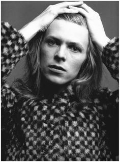 David Bowie poses for Hunky Dory album cover, 1971