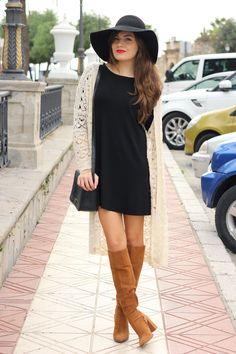 Vestido Negro + Con Botas Altas