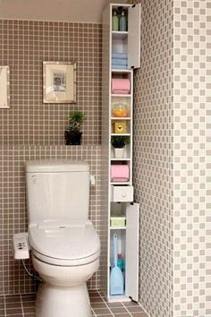 ☺ Have you seen this small bathroom idea? Discover numerous small bathroom design ideas in our post: storage, design, remodel, before and after… Small Apartments, Small Spaces, Diy Casa, Small Bathroom Storage, Toilet Storage, Small Bathroom Cabinets, Small Bathrooms, Lid Storage, Storage Cabinets