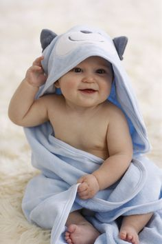 Check out our new products here at KidLovesToys now! Cute Baby Photos Hd, Monthly Baby Photos, Cute Kids Pics, Newborn Pictures, Baby Pictures, 6 Month Baby Picture Ideas, Blue Eyed Baby, Child Smile, Cute Little Boys