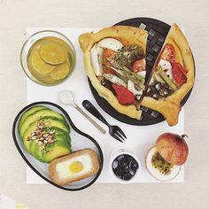 . goooood morning wednesday :-D))) . #goodmorning #morning #breakfast #yummy #goodfood #instafood #onthetable  #homemade #foodie #foodstagram #igfood #foodphotography #foodphoto #2eat2gether #S_S_iloveBreakfast #朝食 #早餐 #goodmorning #早安 #おはようございます #baking #cooking #bread #麵包卷 #烘培 #麵包 #パン #S_S_iloveBaking #野菜パン #野菜麵包 #野菜擠擠擠麵包