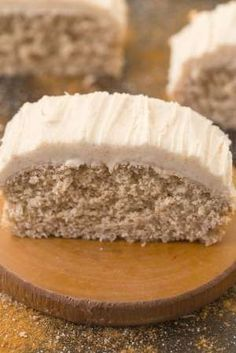 Healthy Flourless Cinnamon Bun Breakfast Cake- Fluffy and filling on the inside yet tender on the ou Paleo Dessert, Healthy Desserts, Dessert Recipes, Healthy Frosting, Small Baking Dish, Gluten Free Breakfasts, Breakfast Cake, Food Cakes, Cupcakes