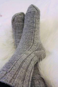 villasukat miehelle Knitting Socks, High Socks, Ravelry, Knit Crochet, Fashion, Knit Socks, Moda, Thigh High Socks, Fashion Styles