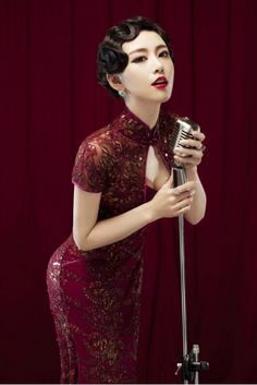 Put on the Chinese sexy qipao dress and make yourself a little more sexy to show your modern style