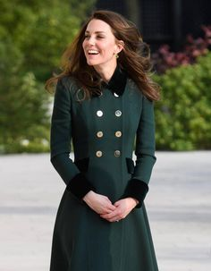 99dd371451fd Le secret anti-âge de Kate Middleton est… surprenant ! Robe Kate, Soin