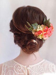 Coiffures de mariage : la couronne de fleurs ! Accessoires pour réussir votre mariage sur http://yesidomariage.com