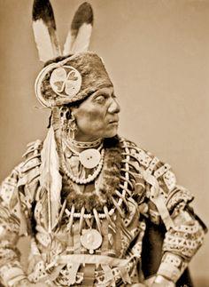An old photograph of Standing Eating aka Waruche Na Yin aka Wetcunie - Oto 1884 [B]. Native American Pictures, Native American Quotes, Native American Beauty, Native American Tribes, Native American History, American Indians, Native Americans, American Symbols, British History