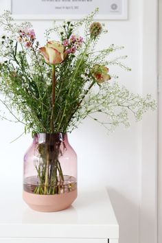 Muuto Elevated, a name that makes a lot of interiorlovers' heart skip a beat. This vase, with it's combination of glass and wood, is just perfect. Available in green, grey and pink I had a hard time choosing but I … Lees verder → Light Up, Flower Power, Floral Arrangements, Glass Vase, Therapy, Pretty, Plants, Pink, Ikebana