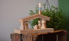 Modern kerststalletje | houten kerststal met kaarshouder | hout en koper | VanStoerHout | houten kerststalletje | eenvoudig, simplistisch