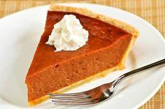 """Gresskarpai, eller """"pumpkin pie"""", hører med til Halloween og Thanksgiving, og er en av de mest kjente amerikanske paiene."""