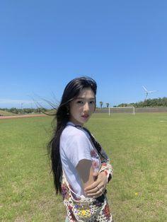 Seulgi, South Korean Girls, Korean Girl Groups, Park Joy, Teen Photography Poses, Red Valvet, Red Velvet Joy, Park Sooyoung, Thing 1