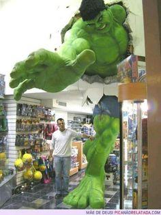 We Love Advertising! Decoración de una tienda de cómic. Me lo pido!