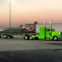 Peterbilt looking very sharp