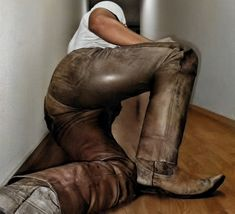 Tight Leather Pants, Leather Trousers, Leather Jacket, Jacket Men, Pvc Trousers, Trouser Jeans, Leder Outfits, Handsome Black Men, Plastic Pants