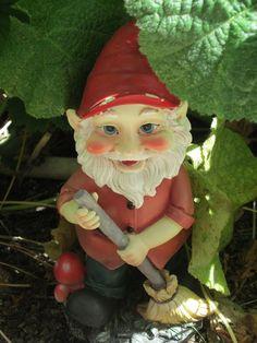 What a handy little fella! Garden Gnomes, Fairies Garden, Garden Statues, Gnome House, Fairy Land, Castles, Shelter, Addiction, Gardens