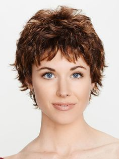 How to style the Pixie cut? Despite what we think of short cuts , it is possible to play with his hair and to style his Pixie cut as he pleases. Short Choppy Hair, Short Hair Cuts, Short Hair Styles, Short Pixie Wigs, Pixie Styles, Curly Pixie Hairstyles, Wig Hairstyles, Wig Companies, Great Haircuts