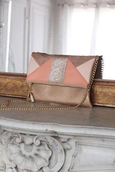 Image of Pochette *CLEA* nude, beige, corail et dorée